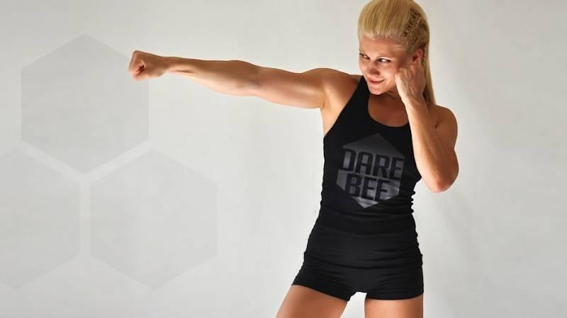 Комплекс упражнений с собственным весом от Darebee.com